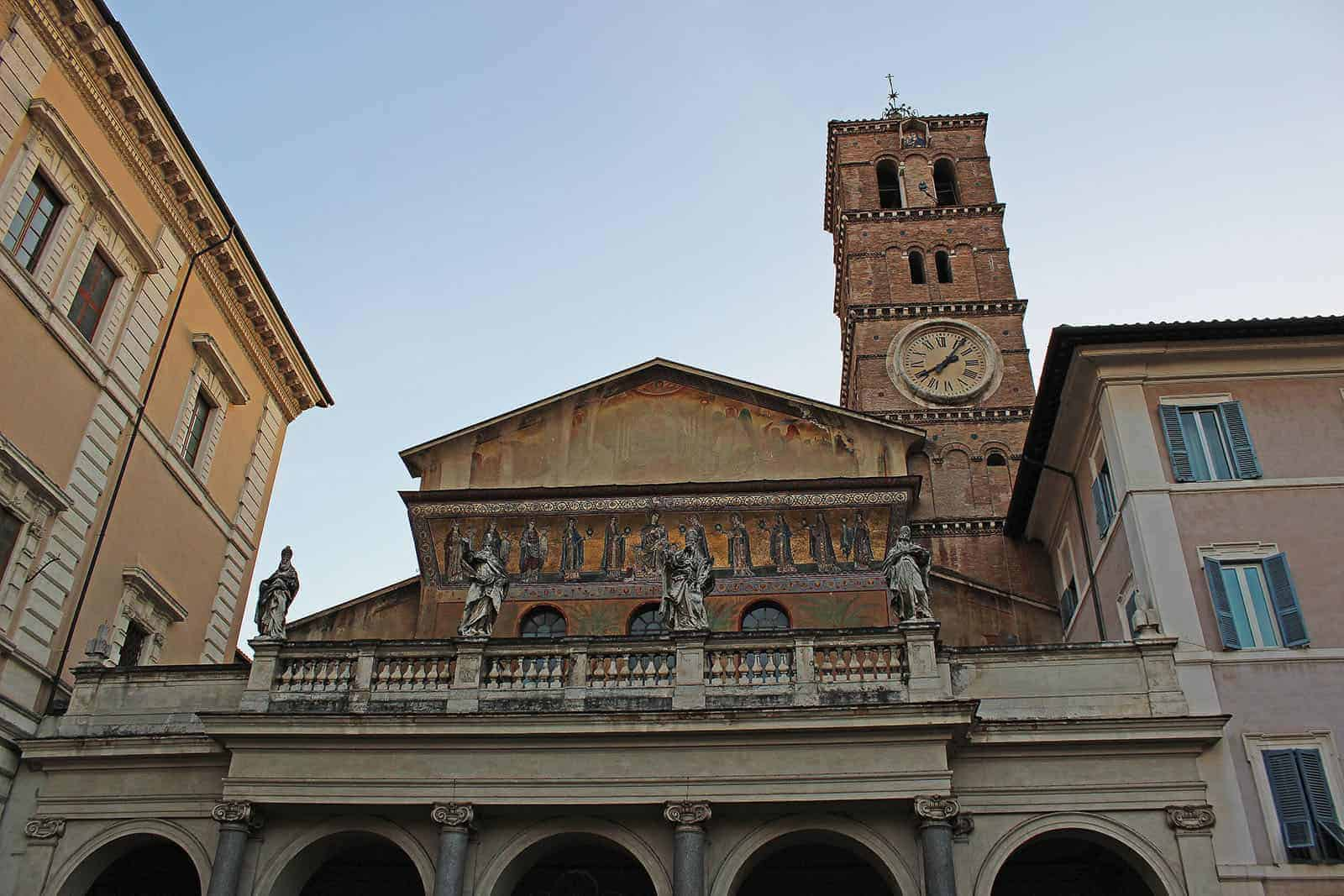 Why you should stay in Trastevere when traveling to Rome