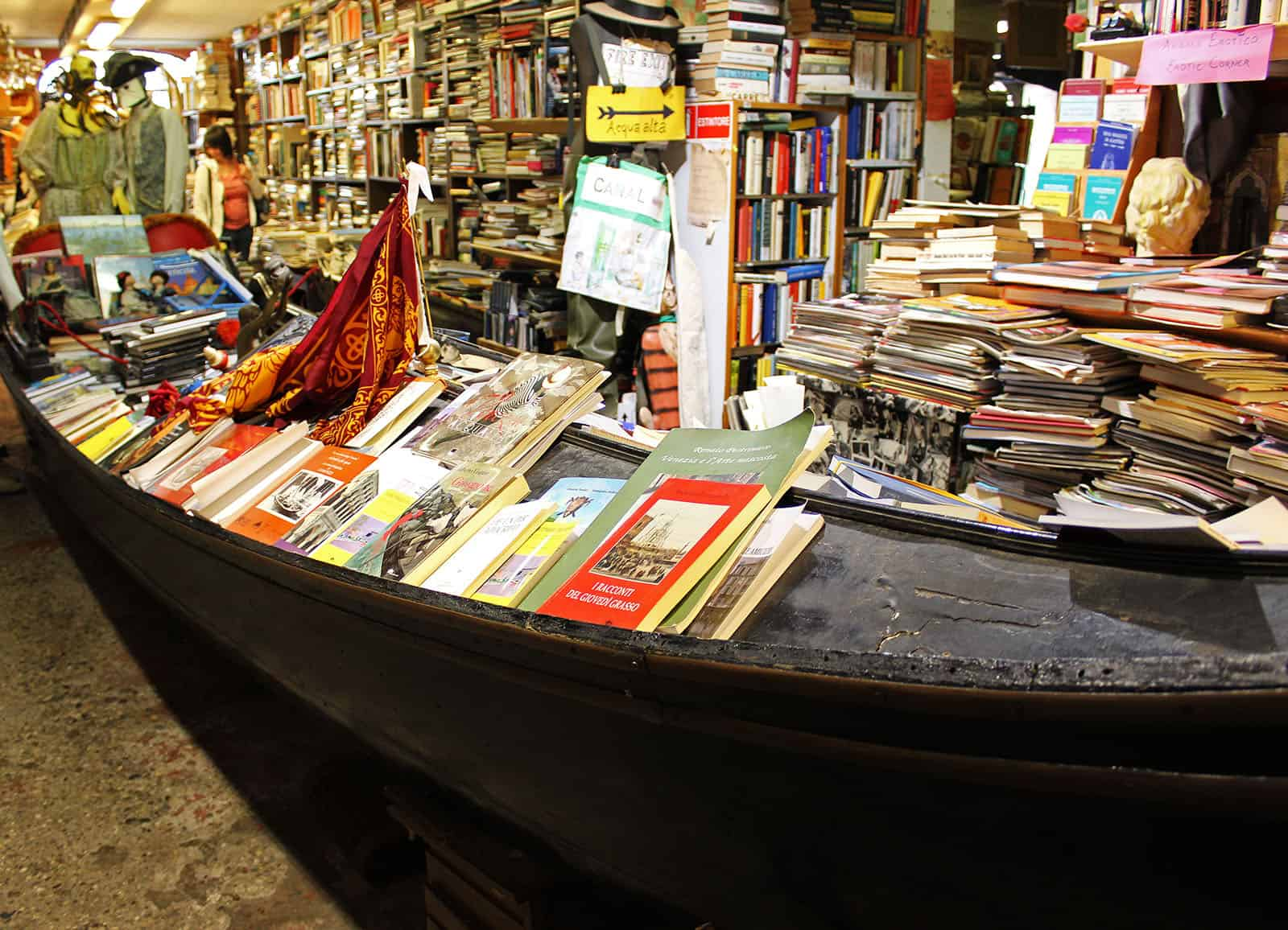 Libreria acqua alta bookstore in venice justin plus lauren
